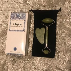 Other - RoselynBoutique jade roller